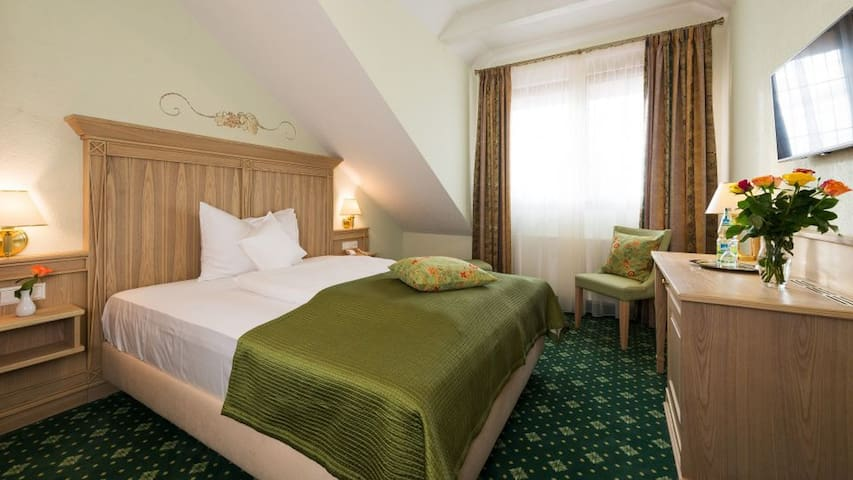Hotel Rebstock, (Baden-Baden), Standard Doppelzimmer