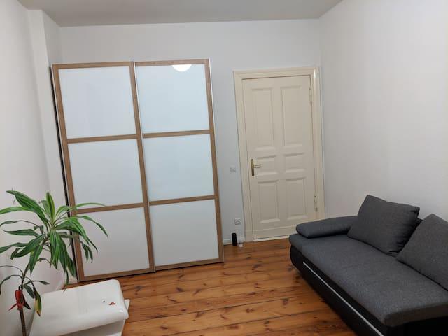 Vermiete Grosses Zimmer in Frankfurter Allee