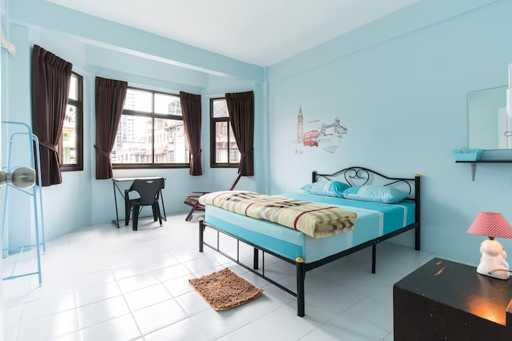 Guesthouse in  Soi Charan 49/1 BKK- 20 sq.m./room