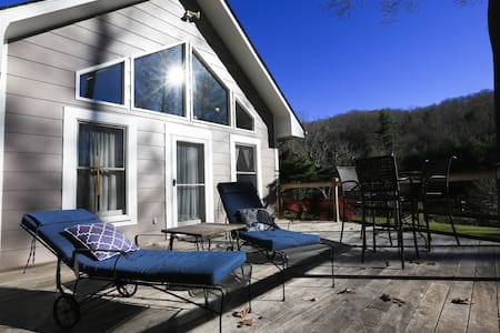 REFOCUS COTTAGE~monthly rental or event choice. - アシュビル - 一軒家
