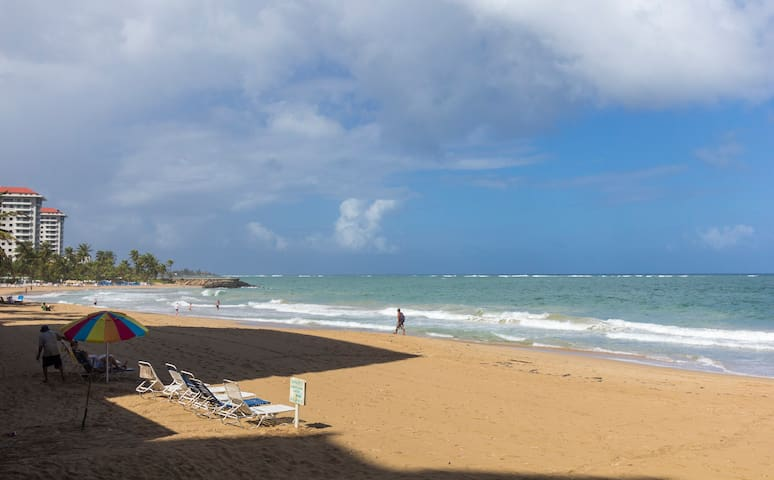 *ACROSS THE BEACH W/PARKING*PH/1 BD - San Juan - Byt