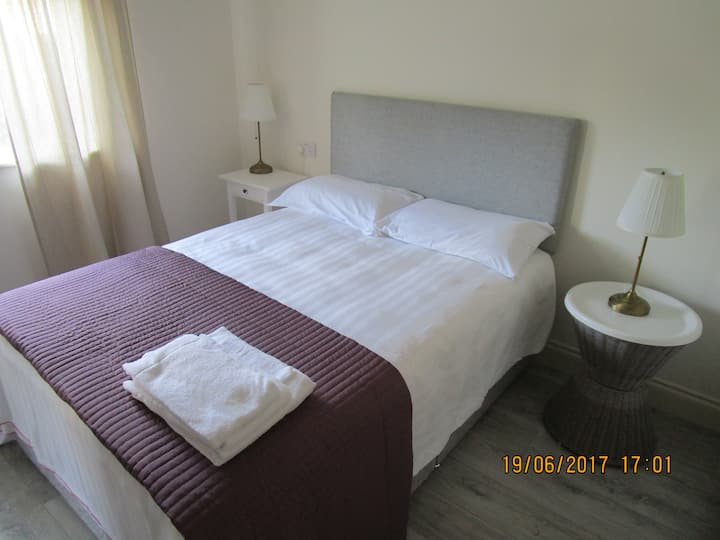 Self catering 'Luxury' 1, 2 or3 bedroom Suite