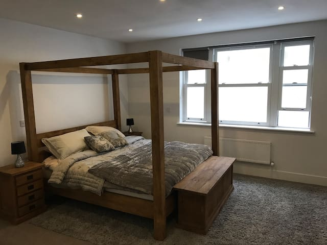 HUGE Private Room in SW6