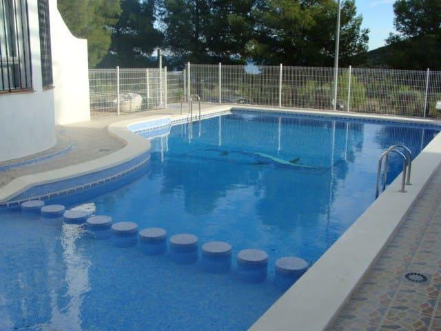 Apto con vistas a la Sierra d'Irta, piscina, wifi.