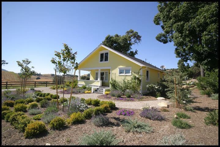 Charming Farmhouse in Westside Paso Robles - Paso Robles - House