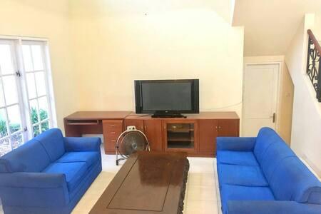 Big Cozy Room for 3 pax in Kota Wisata
