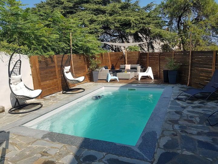 Superbe villa de village avec piscine chauffé