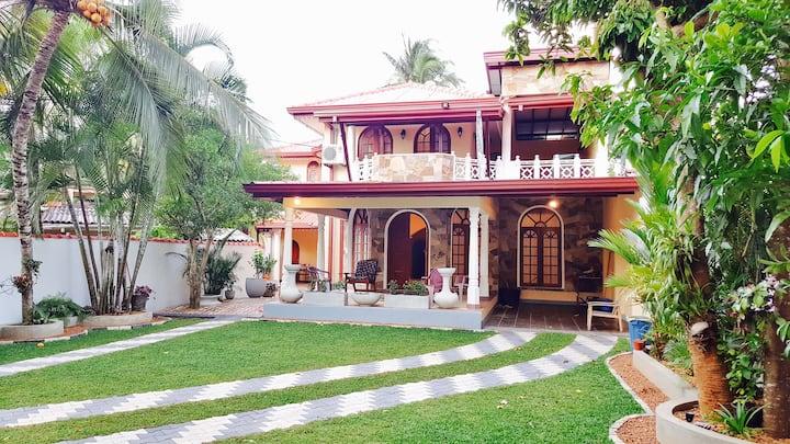 Gästehaus Haus 120€ ProTag,350qm,4 SZ,2.5 BZ+AC 8p
