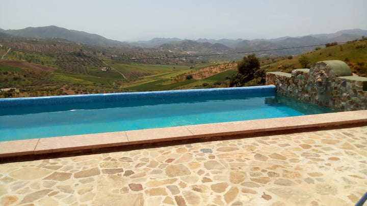 Detached house in countryside /amazing views /pool
