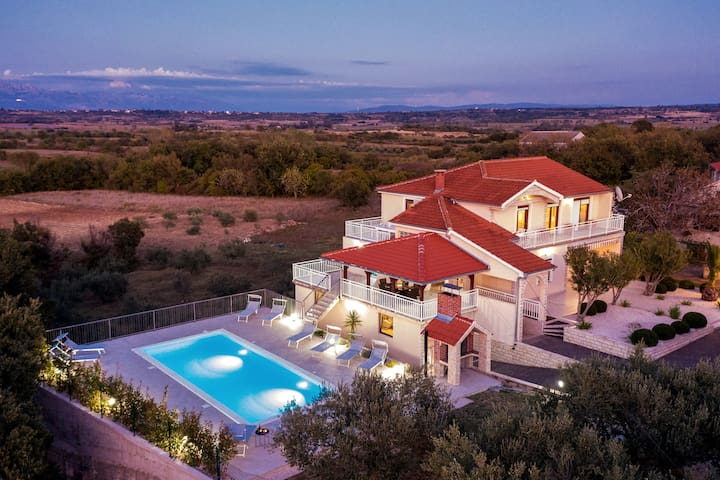 Holiday Home with swimming pool in Suhovare, Zadar