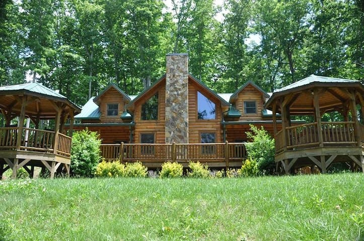 Cherokee Timber Lodge - Whittier - Cabaña