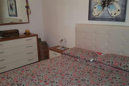 Semplice e comodo flat in centro - Cosenza