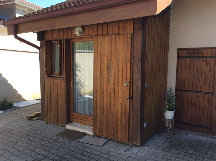 Charmant studio en bois totalement indépendant