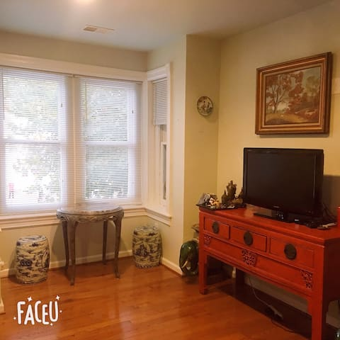Charming/Sun filled/ furnished 1b1b private room