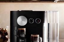 Commencez votre journée avec une tasse de café Nespresso.