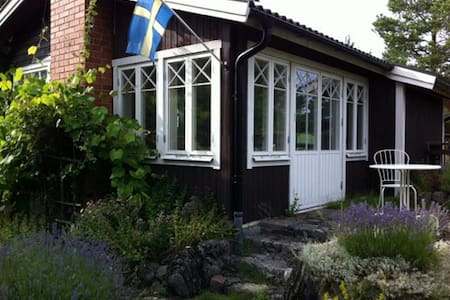 Bright and airy cottage close to nature - Trosa S