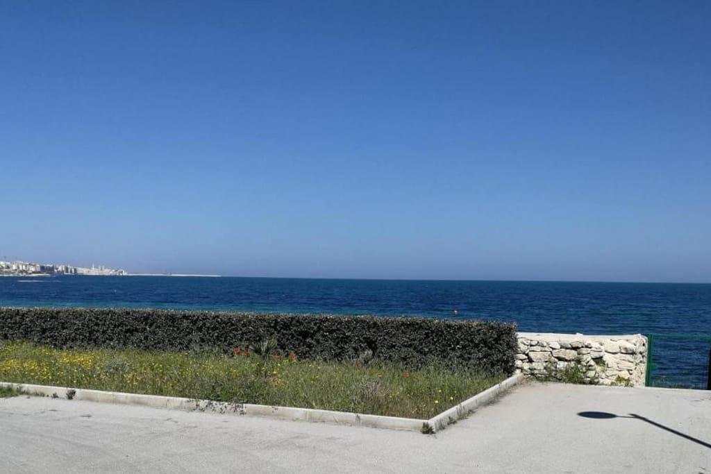 Villetta sita in un residence privato con accesso al mare (50m) beach house with private beach access