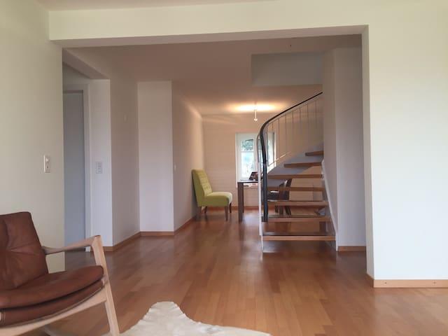 Romantisches Zimmer mit genialer Dachterrasse - Zúrich - Apartamento