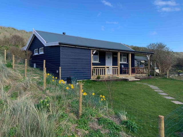 Luxury Seaside Chalet, moments from the beach