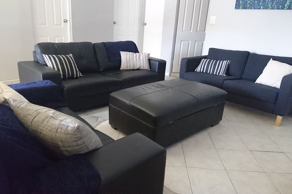Lounge with 3 couches