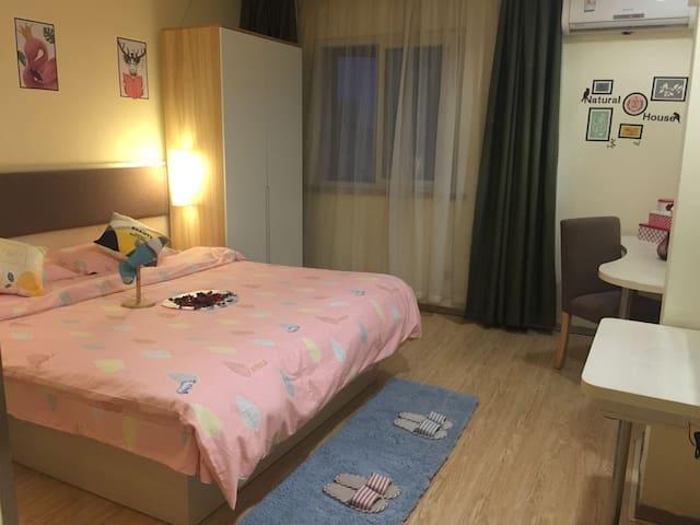 公寓舒适大床房