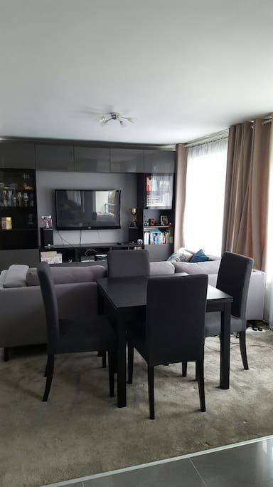 Large Open plan living room with dining table for 6 and Media unit including Cable TV and WiFi