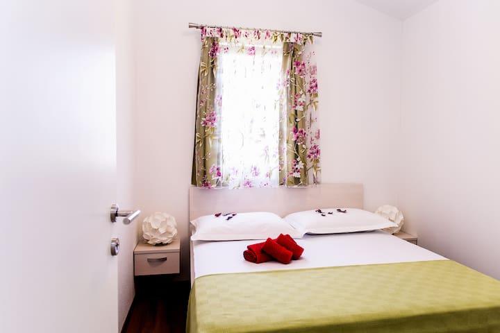Apartment Petra - between Split-Trogir - Kaštel Štafilić - Flat