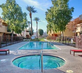 Luxury Apartment w Shared Room/Bath, Pool and Spa - Indio