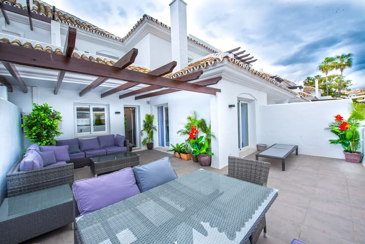 Two Bed Penthouse Close to Puerto Banus, Marbella