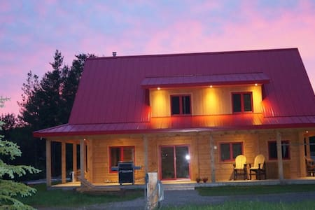 L'Ours du  Montagnard au Toit Rouge - Saint-Roch-de-Mékinac - Bed & Breakfast