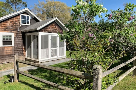 Adorable Cottage in Quogue