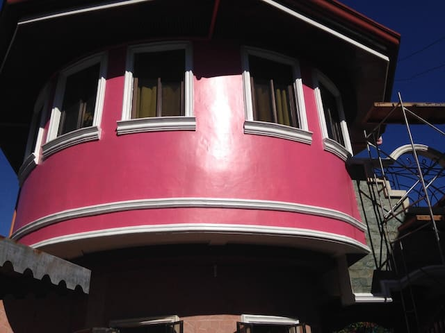Cozy 3BR&3CR HOUSE with parking - Talisay City - House