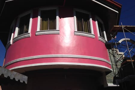 Cozy 3BR&3CR HOUSE with parking - Talisay City