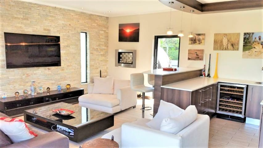Stunning 4 bedrooms 3,5 baths in Sandton