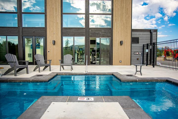 NEW LISTING!! Stunning 3BD Quarry home! Communal Pool, Hot Tub, Gym & More! Close to all the fun!