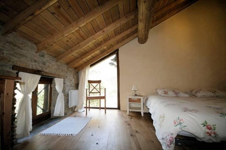 Chambre d' Hôtes au cœur des Pyrénées Ariègeoises.