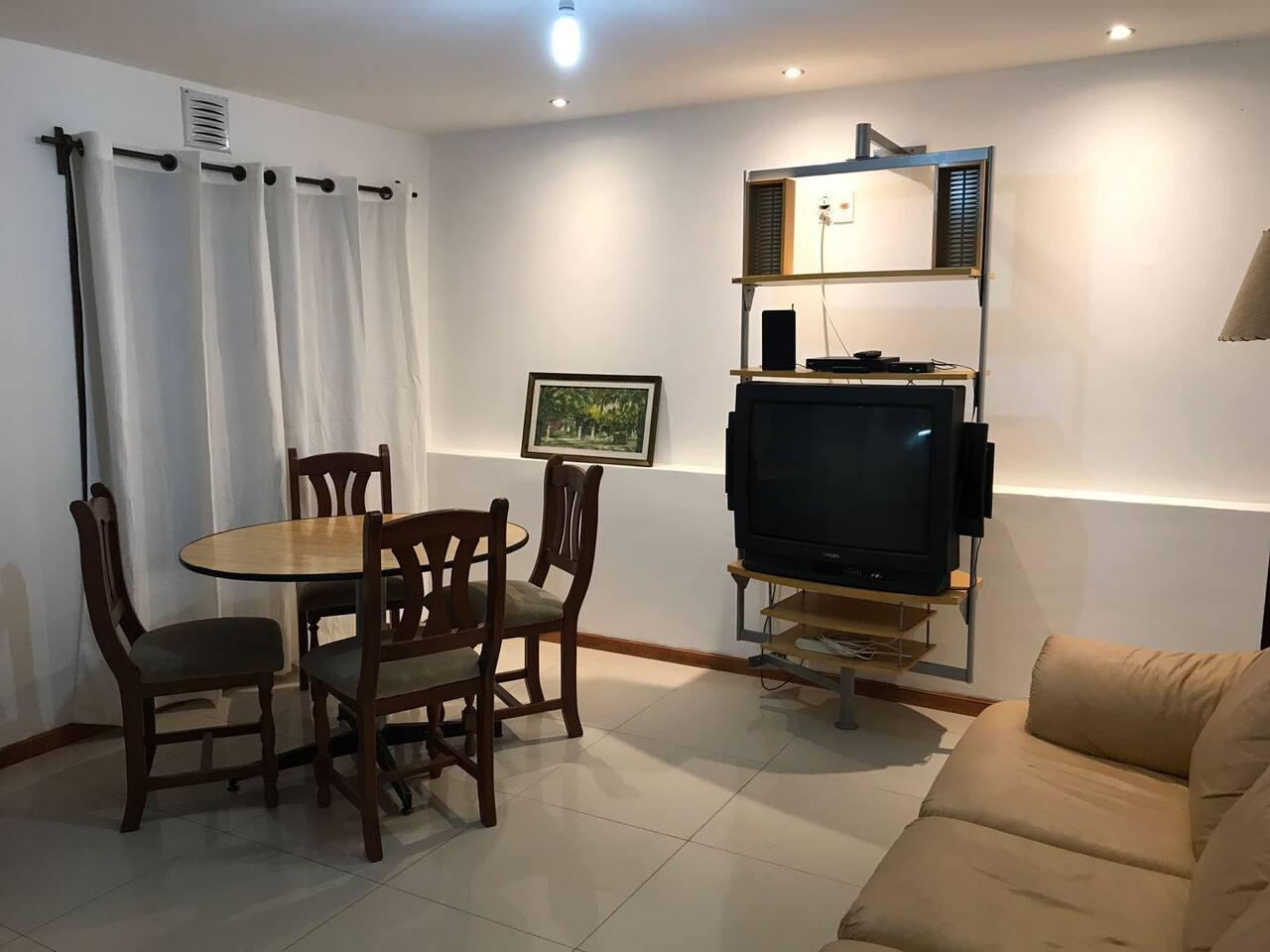 Amplio Living comedor. Free Wifi  Cocina integrada 2 dorm, 2 baños completos