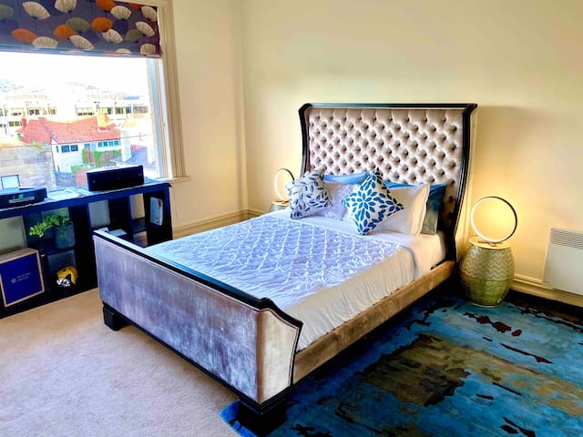 Beautiful and luxurious queen bed with Premium Tempur Queen Mattress