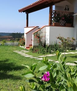 new,romantic,modern,seaview,wifi,big garden