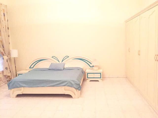 LARGE EN SUITE ROOM GORGEOUS HOUSE - Dubaj - Dom