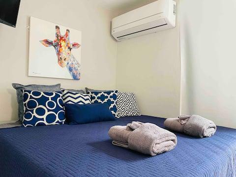Cozy studio w/ King size bed-Near Ponce Hilton