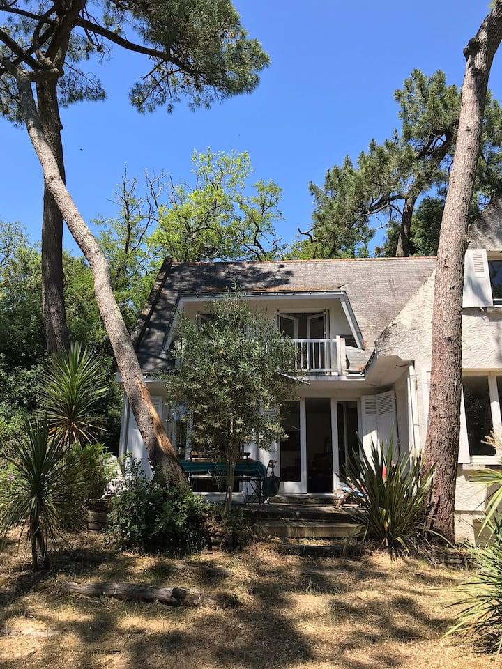 Maison de famille dans les pins plage à 200 m