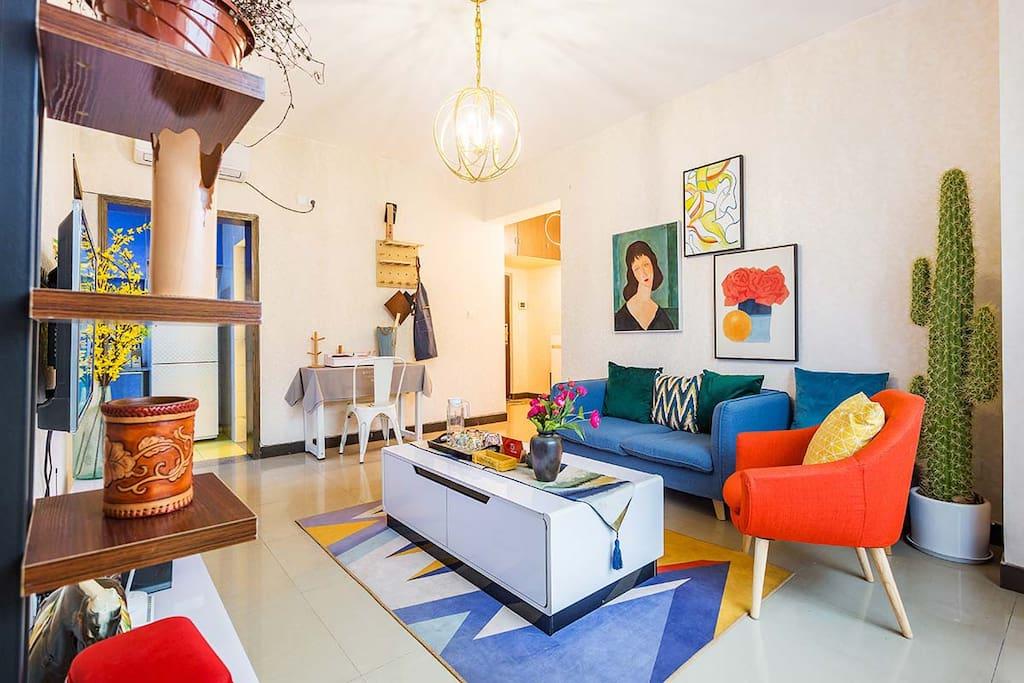 文艺复古的装修风格,整洁明亮的客厅