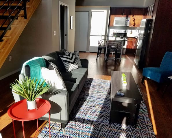 Roomy 2BR Apt Near The Commons