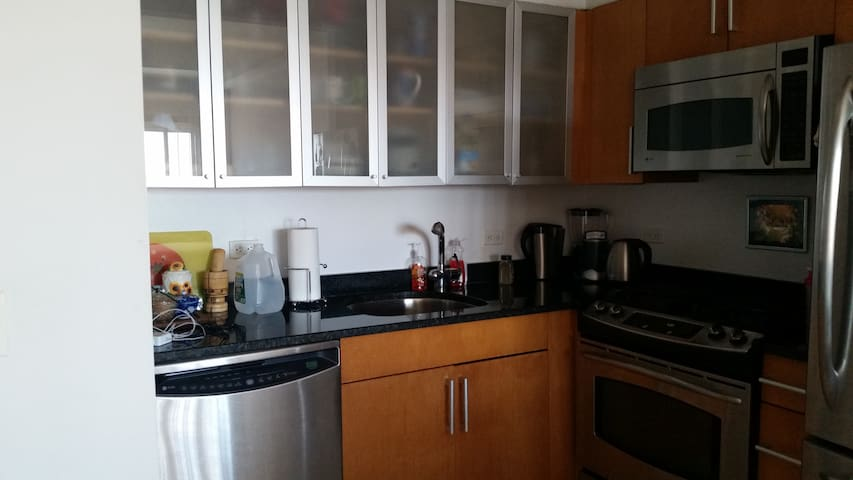 1BR + Pvtr Bath for rent in 2BR/2BA