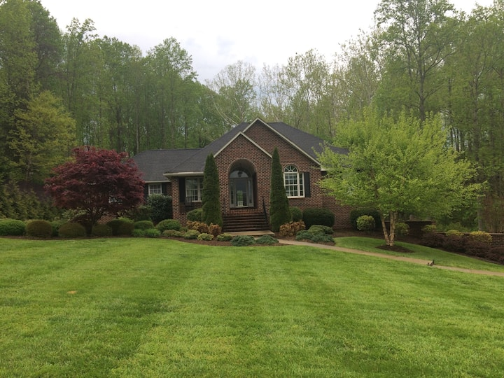 Main-Level of Home, 4BR, 2BTH, Kitchen, Laundry