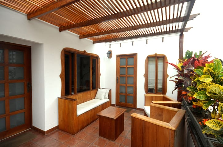 Lovely Guest House (Room Available) - Lima - Huis