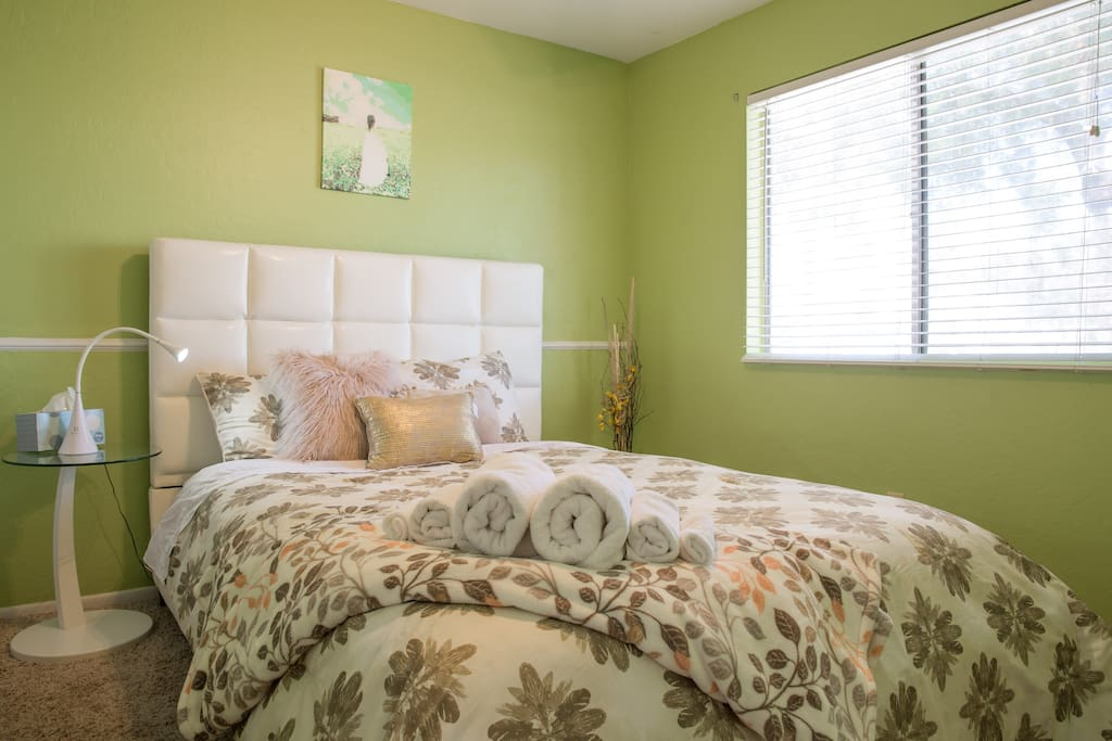 Big guest bedroom with a modern-style queen-size bed, pillow-top mattress, plus super comfy pillows and high thread-count linens and comforter that ensure a good-night sleep; linen patterns may be slightly different due to cleaning schedules.