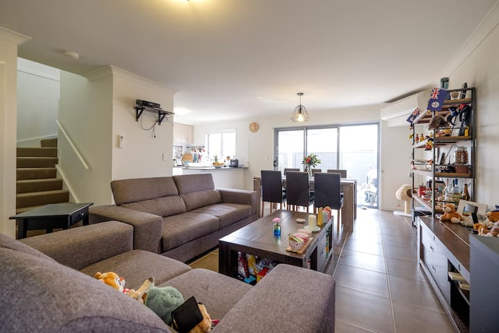 As warm as you come home - Calamvale - Townhouse