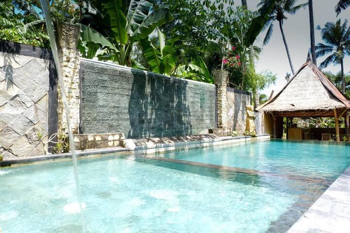 Comfy rooms near beach. AC, pool, wifi, hot water